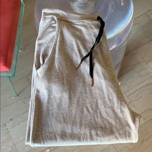 Beyond Yoga Crop Pants size Large like new